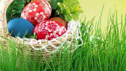 Modele şi vopsele naturale pentru ouăle de Paşte