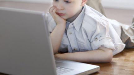 Învaţă copilul să stea singur acasă, după şcoală