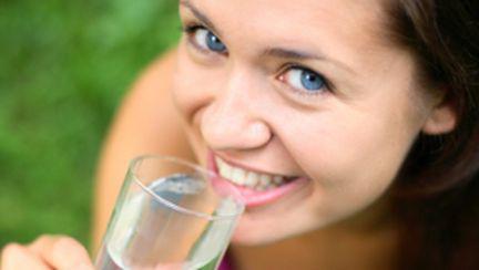 Apa te ajută să rămâi  sănătoasă