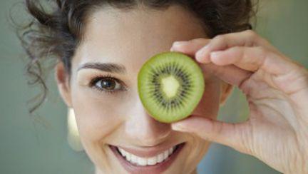 De ce e bine să mănânci kiwi
