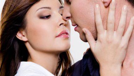 Poziţii sexuale care îl fac să fie dependent de tine