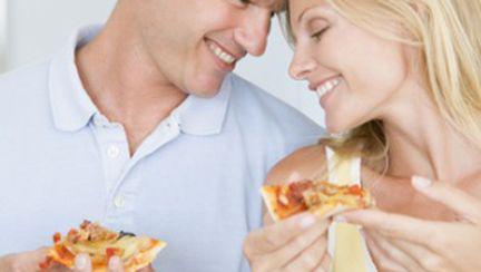 Părerea lui: cum ajung bărbaţii şi femeile să comande pizza