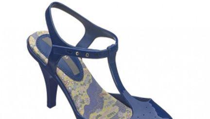 Sandalele din cauciuc sunt la modă. Tu ai purta?