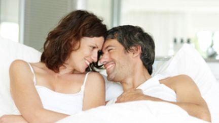 Gesturi de după sex care îl fac să te vrea mereu
