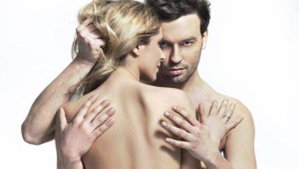 Mişcări erotice care îl vor cuceri în funcţie de zodie