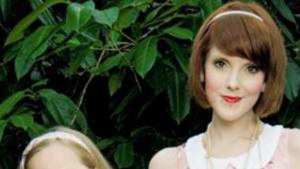 Foto: mama anorexică care cântăreşte mai puţin ca fiica ei de 7 ani