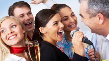 Cum să impresionezi la petrecerea de Crăciun cu colegii