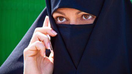 Alia – frumuseţea trece prin Burka