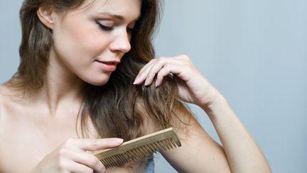 Cauzele căderii părului: mituri şi adevăr