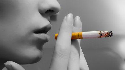 De Ziua Femeii, renunţă la fumat pentru cei dragi!
