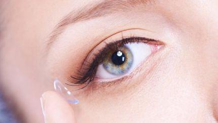 Ochelari sau lentile de contact? Cum faci alegerea corectă