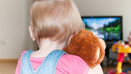Televizorul şi copilul: pericole şi beneficii