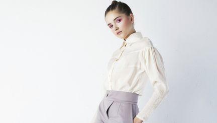 Modă 2012: cum să asortezi stilat cămaşa albă clasică