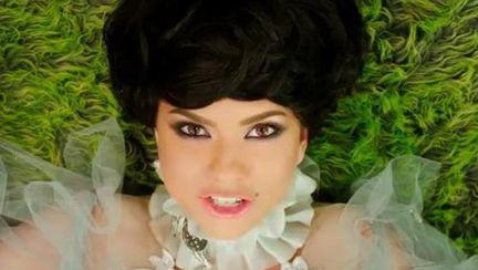 Inna s-a transformat în prinţesă. Vezi videoclipul piesei WOW!