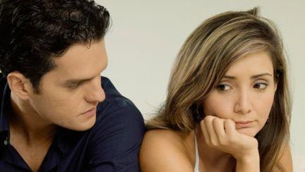 Relaţii: Află dacă minte! 6 semne