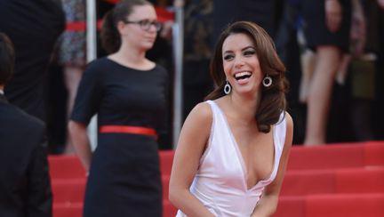 Cannes 2012: Eva Longoria aproape că ne-a arătat sânii pe covorul roşu