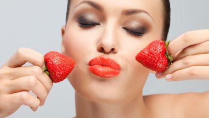 Dietă: Fructele roşii te fac mai frumoasă şi te slăbesc. Află cum?