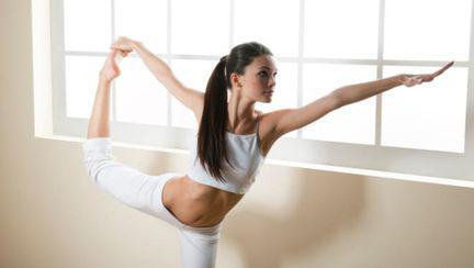 Sport pentru leneşi: 5 poziţii de yoga prin care dai jos burta
