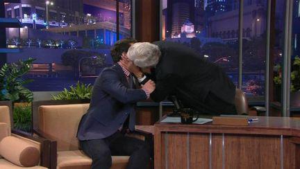 Sărutul gay! Uite pe cine a pupat pe buze Jay Leno