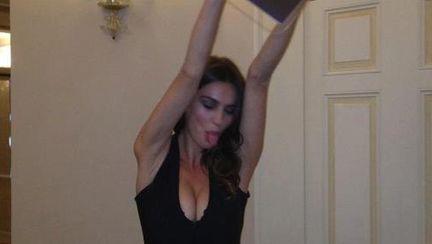Foto Facebook: Catrinel Menghia, într-o ipostază haioasă şi sexy! Îţi place?