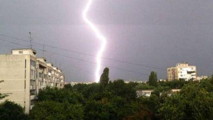Avertizare meteo: Ploi torenţiale şi vânt puternic, începând de duminică