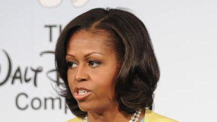 Poze: Michelle Obama, elegantă într-o ţinută veselă