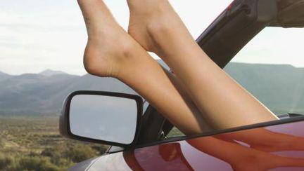 Tratamente naturale pentru picioarele tale. Încearcă şi tu!