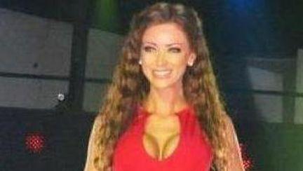 Wow! Cât de bine arată Bianca Drăguşanu în rochie maxi roşie