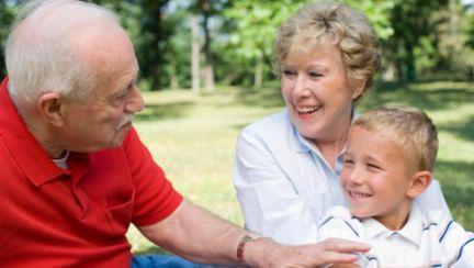 Psihologie: Ce se întâmplă când bunicii iau locul părinților