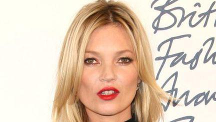 Kate Moss, de la fashionistă, la dezastru vestimentar. Vezi ce ţinute urâte poartă!