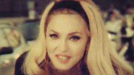 Video: Ce tânără pare Madonna în noul ei videoclip!