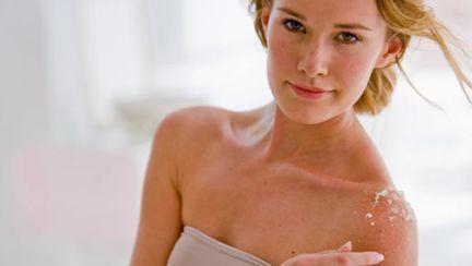 Frumuseţe: Cum îngrijeşti pielea sensibilă