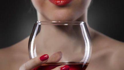 Dieta şi alcoolul. Vezi ce ai voie să bei şi ce nu!