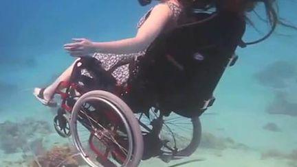 Poze inedite: E paralizată de 16 ani, dar face scufundări