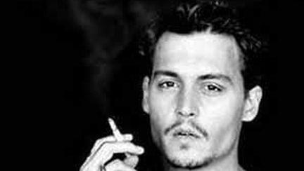 Vrea să-l umbrească pe David Beckham? Uite cât de bine e şi Johnny Depp!