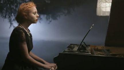 """O voce superbă: Lucia lansează o nouă piesă: """"Me Over You"""""""