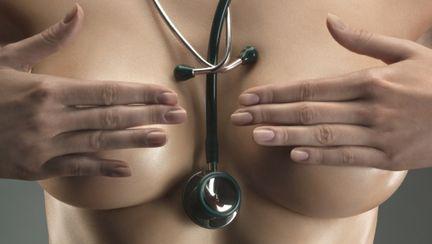 """Chirurgie estetică: """"Să îmi pun silicoane sau nu?"""""""