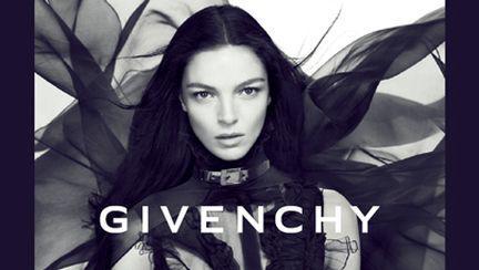 Lansare parfumul Dahlia Noir by Givenchy