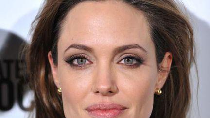 Video: Cum să te machiezi ca Angelina Jolie