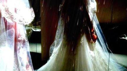 Wow! Uite cum arată rochia de mireasă a Deliei