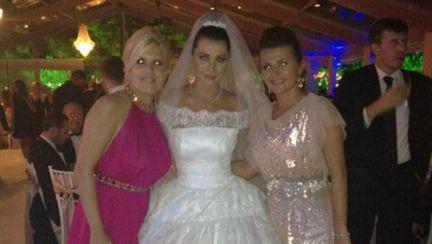 Superbă! Elena Băsescu, rochie de prinţesă în ziua nunţii