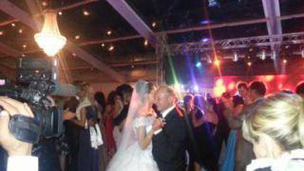 FOTOGRAFIA ASTA A FACUT DELICIUL NUNTII ANULUI! Vezi cu cine dansează EBA!