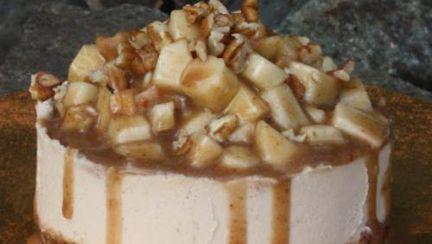 Reţete raw: Cheesecake de mere cu cremă caramel şi scorţişoară fără foc