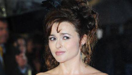Wow: Helena Bonham Carter, într-o altă rochie excentrică