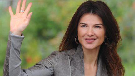 Stil de vedetă: Monica Bîrlădeanu, o artistă sexy care se îmbracă la modă! Îţi place?