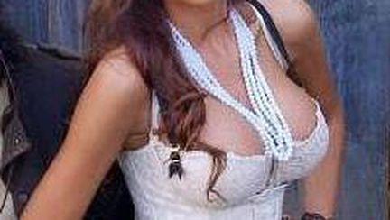 Bianca Drăguşanu, super sexy la sală. Uite ce talie subţire are!
