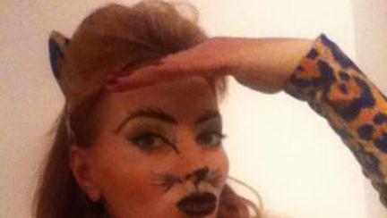 Delia, îmbrăcată ca o pisicuţă rea de Halloween. Sexy sa vulgară?