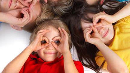 Să ne Jucăm: 5 Jocuri Amuzante şi Utile pentru Copilul Tău