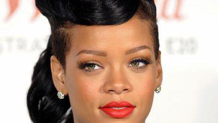 Rihanna a fost desemnată brand de ţară!