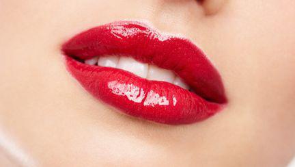 """Dr. Dana Miricioiu: """"Vrei buze senzuale, hidratate, voluptoase? Am soluţia perfectă!"""""""